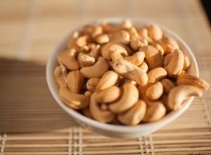 caju-company-roasted-cashews-bowl
